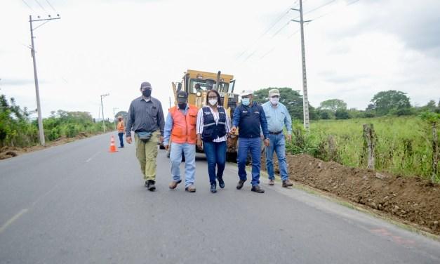 Gobernadora y Obras Públicas constatan mantenimiento en red vial estatal de Esmeraldas