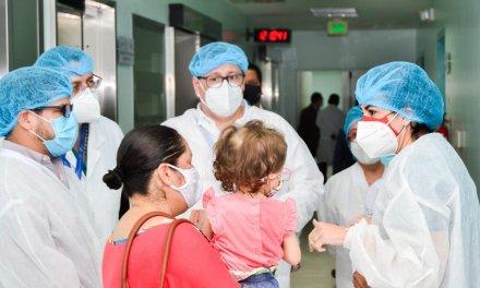 Vicepresidenta María Alejandra Muñoz recorrió el Hospital Icaza Bustamante