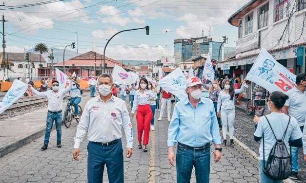 Gustavo Larrea, candidato a la Presidencia por Democracia Sí recorre Imbabura