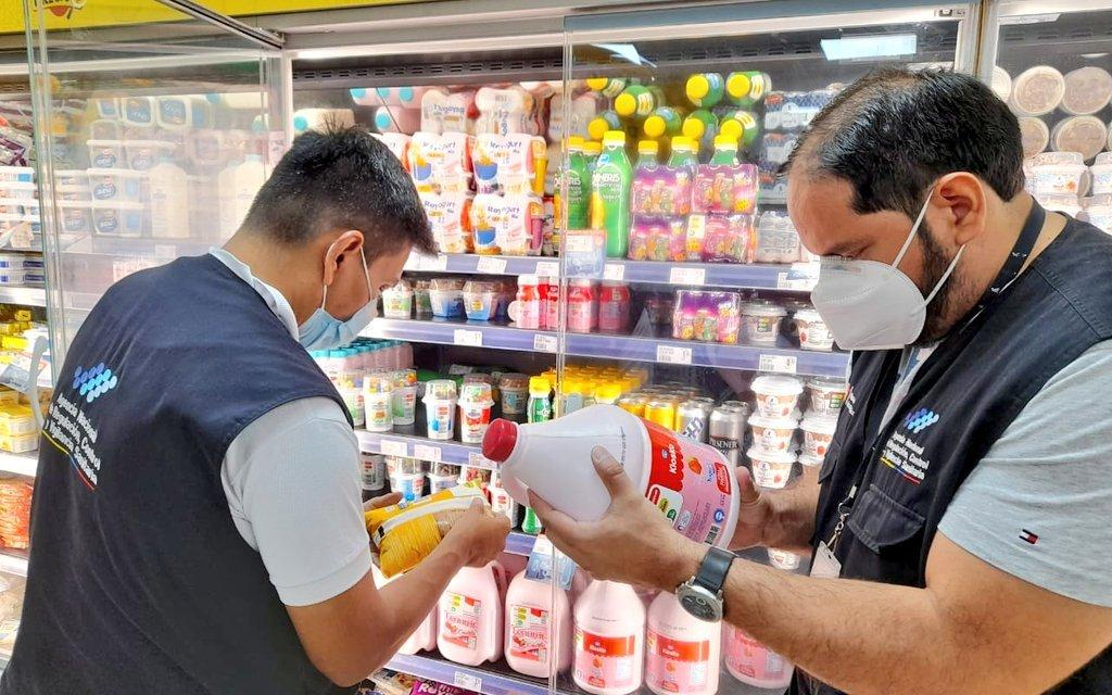 Personal de Arcsa y Agrocalidad realiza control de productos lácteos
