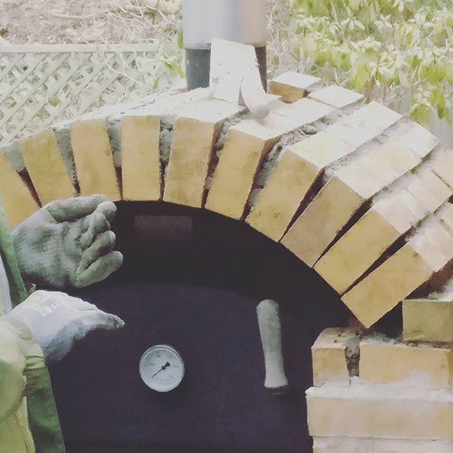 Der Kamin nimmt Gestalt an