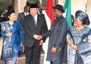 Indonesian President, Susilo Bambang Yudhoyono and wife with Nigerian President Goodluck Jonathan and wife