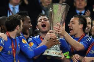 Lampard, Terry and Mikel Lifts the Trophy.