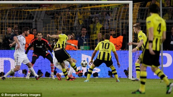 Lewandowski Scored Some Stunning Four Goals Against Mourinho's Real Madrid Last Season.