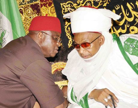 SENATE PRESIDENT DAVID MARK (L) DISCUSSING WITH ETSU NUPE, ALHAJI YAHAYA ABUBAKAR, DURING A COURTESY VISIT TO HIS PALACE IN BIDA BY THE 3RD REGULAR COURSE OF NIGERIA DEFENCE ACADEMY ALUMNI ASSOCIATION IN MINNA  ON WEDNESDAY