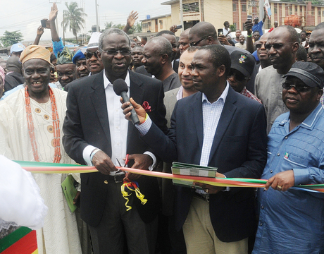 FROM LEFT: BALE OF OWUTU, CHIEF JOSEPH ALUKO; GOV. BABATUNDE FASHOLA OF LAGOS; MANAGING DIRECTOR, ARAB CONTRACTORS, MR OSAMA MUSTAPHA; LAGOS COMMISSIONER FOR WORKS, DR OBAFEMI HAMZAT AND SPECIAL ADVISER TO LAGOS GOVERNOR ON WORKS, MR GANIYU JOHNSON, AT THE INAUGURATION OF IBESHE ROAD IN IKORODU, LAGOS.