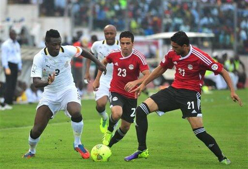 Gyang Tries Dribbling Egyptian Opponents.