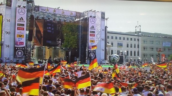 Hundreds of Thousands of Fans Awaits Germany National Team in Berlin. Image: Twitter @DFB_Team_EN