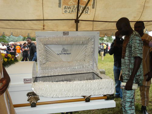 prominent_civil_rights_attorney_bamidele_aturu_buried_03