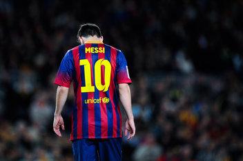 Messi Seeks for Medical Help After Vomiting During Argentina Match.