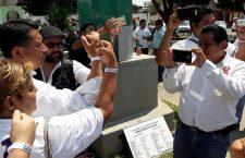 Gremio de periodistas de Tuxtepec pone placa pública a favor de la libertad de expresión