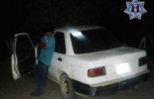 Consigna policía a conductor de vehículo con reporte de robo