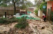 En la Cañada, lluvias dejan por lo menos 4 desaparecidos y 25 casas dañadas, y Protección Civil ni sus luces