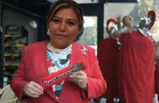 Funcionaria de Murat ordenó encarcelar a fotógrafo; le apodan #LadyBanquetas