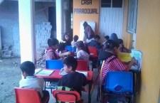 Triquis de Chicahuaxtla trabajan en aulas devastadasy la ayuda no les llega