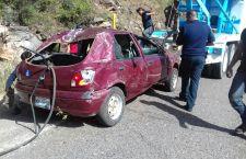 Deja volcadura tres lesionados en Yanhuitlán