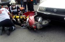 Impacta presuntamente taxi a motoneta en Huajuapan