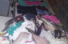 Presentado con bolsas de ropa nueva