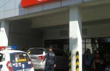 La asaltan afuera de su casa y le quitan 4 mil pesos