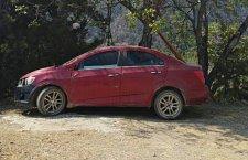 Aseguran a vehículo robado en Tecomaxtlahuaca