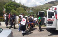 Atropella taxi a menor; dos pasajeros resultan lesionados