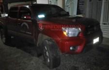 Decomisan camioneta oficial por contar con reporte de robo