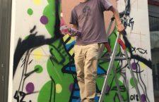 Pintor triqui llenará de color las calles de cinco países europeos