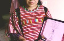 Triunfa mujer triqui en Concurso Nacional de Textil y Rebozos 2018