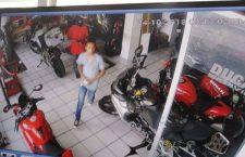 Asaltan la tienda Ducati en Puebla; ¡se llevan 400 mil pesos!