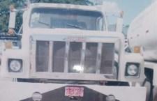 Hurtan camión con 450 costales de harina; se llevan al chofer