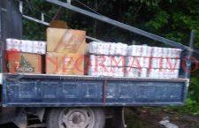 Vuelca tráiler en carretera federal; roban mercancía