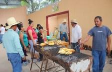 Feria del elote, una oportunidad para mejorar condiciones de estudio en San Pedro Yodoyuxi