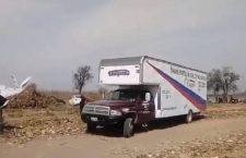 Llega camión de mudanzas por restos del helicóptero en el que murieron Martha Erika y Moreno Valle (VIDEO)
