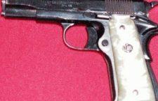 Asegura Ejército Mexicano a dos hombres con un arma
