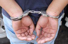 Detienen a hombre por supuestamente robar en dos viviendas