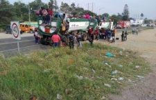 Segundo grupo de migrantes cruza por Oaxaca
