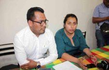 Ante renuncia de presidenta de Tezoatlán, regidora reclama el cargo