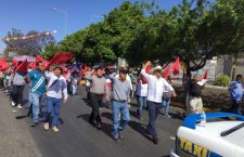 Marcha Antorcha Campesina en apoyo a manifestantes de Juxtlahuaca