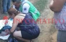 Mujer tuvo a su bebé en una calle de Putla