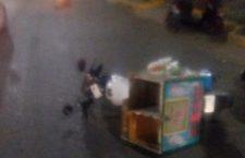 Aparente choque de motos, deja a repartidor con fracturas en su pie