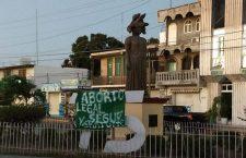 Mujeres del Istmo colocan mantas para exigir la legalización del aborto en México