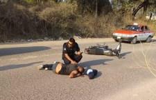 Resulta lesionado al derrapar en moto