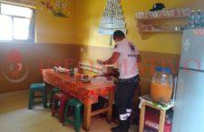 Solitario sicario asesina a hombre al interior de su taquería en Putla; recibió al menos seis balazos | Informativo 6y7