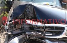 Se impacta aparente conductora ebria contra poste en Cosoltepec   Informativo 6y7