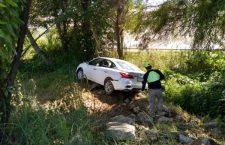 Vehículo se sale de carretera federal 125; tripulantes lo abandonan   Informativo 6 y 7