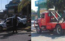 Grúa impacta a taxi, estudiante del COBAO resulta herido