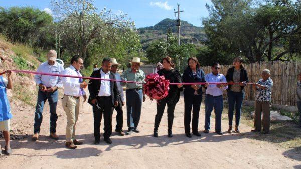 Ayuntamiento y ciudadanos sumaron esfuerzos para superar rezago en Santa María Ayú