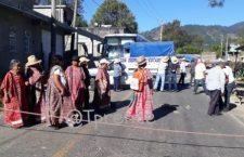 Bloquearon triquis vía federal 125, exigen resguardado de GN para continuar con trabajos en venero de agua