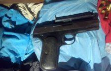 """Hallan armas en cateo de vivienda de """"El Gringo""""; lo acusan de diversos homicidios en Putla"""