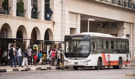 Governo Angolano cria passe de transporte público para os estudantes e idosos